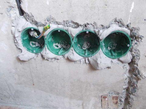 Установка подрозетников в бетон на гипсовый раствор