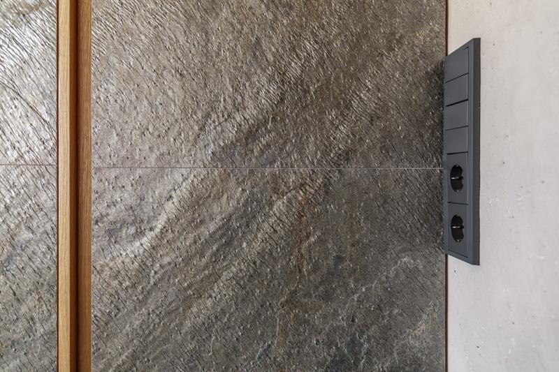 Готовое покрытие на стене из микроцемента