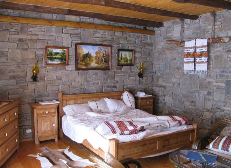 Хоть и камень на стенах, но все равно уютно
