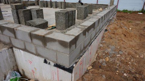 Блоки в кладке сделаны из полистиролбетона