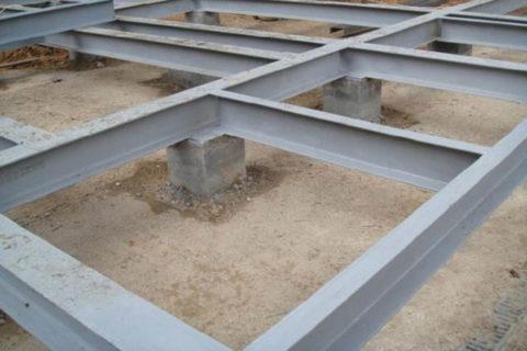 Фундамент столбчатый с ростверком из металлического швеллера