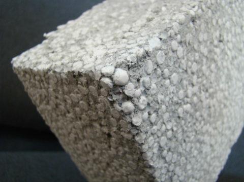 Полистиролбетонные строительные блоки низкой плотности