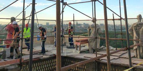 Реставраторы на башне
