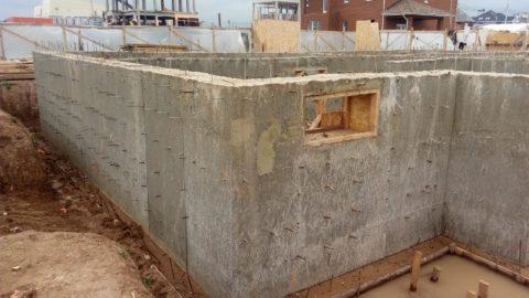 Готовый бетонный цокольный этаж под дальнейшую работу по изоляции