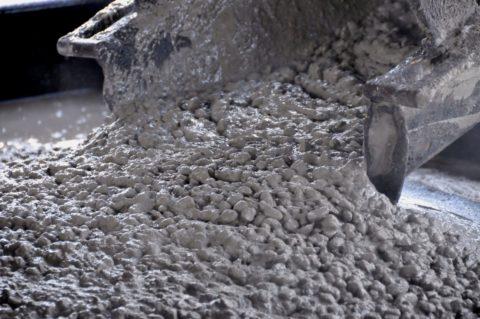При закупке раствора у непроверенного поставщика лучше увеличить марку бетона для запаса прочности