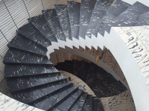 Сложная винтовая лестница с двойным каркасом