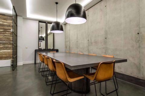 Стена с отделкой «под бетон», как вариант дизайна помещения