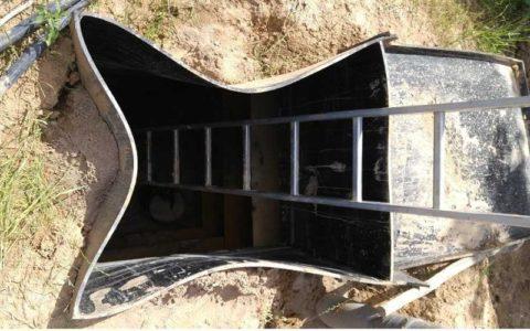 Деформация пластиковой конструкции под давлением грунта