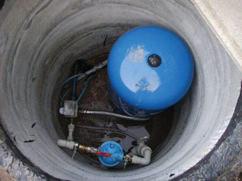 На фото видно, что на дне кессона стоит вода