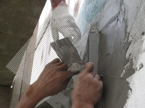 Монтаж стеклосетки по газобетону
