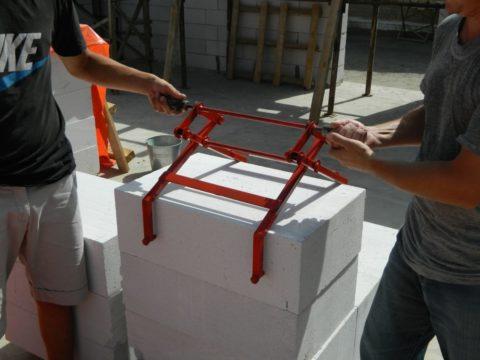 Приспособление для переноса блоков