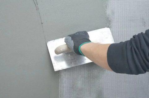 Утапливание сетки в клей